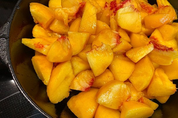 peaches in skillet for peach crisp